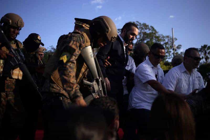 Efectivos armados ocupan Congreso de El Salvador en medio de ...